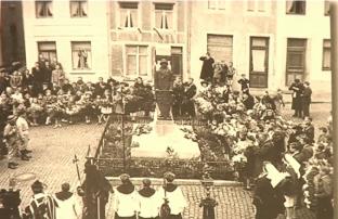 Après la deuxième guerre - le monument a été agrandi - capture d'écran Canal Zoom - reportage CRAHG