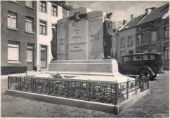 Après guerres - on voit un véhicule derrière le monument - non daté - source delcampe.be