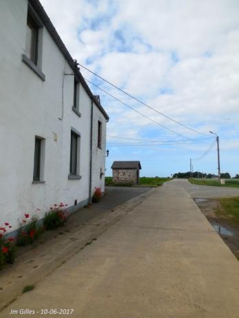 en venant de la rue de la Tomballe (Vichenet). Tout droit Bothey, à droite Corroy-le-Château