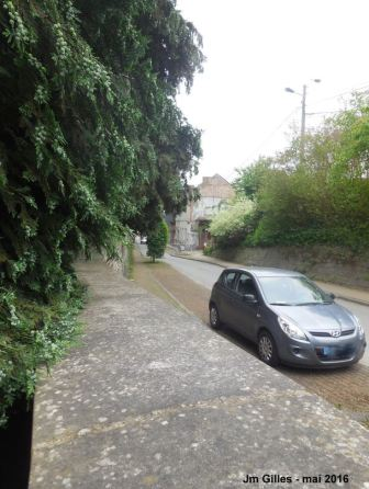 Vers la gauche et la rue Hambursin